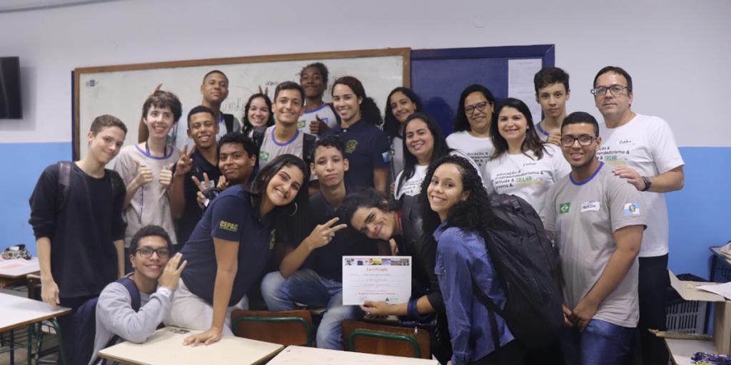 Alunos do ensino médio participam de aula da Trilha Empreendedora, ministrada por voluntários do IBP