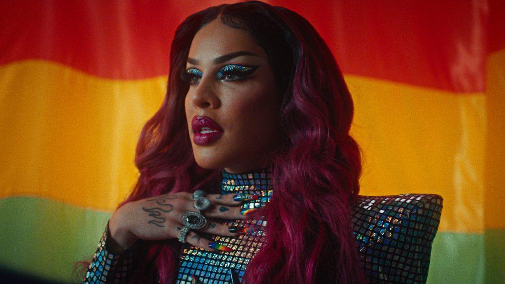 A artista Gloria Groove participa de campanha com a Doritos Rainbow no mês do Orgulho LGBTQ+